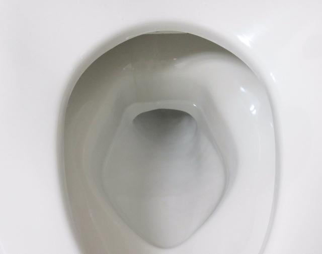 トイレ溜水